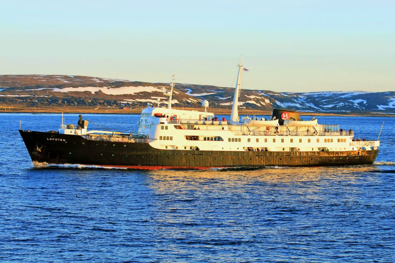 MS Lofoten Schiffsbegegnung
